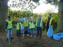 Cubs litter picking